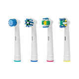 La spazzola della sostituzione si dirige verso lo spazzolino da denti elettrico Immagini Stock Libere da Diritti