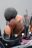 La spazzola per compone la ragazza Fotografia Stock