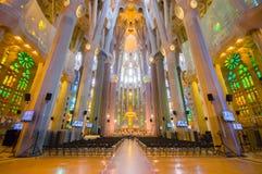 La spectaculaire intérieure Sagrada d'église de Barcelone Photos stock