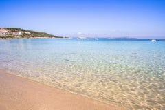 La spiaggia a Baja Sardegna in Sardegna, Italia Fotografia Stock Libera da Diritti