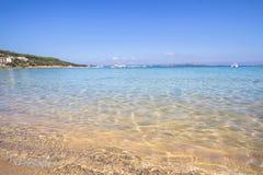 La spiaggia a Baja Sardegna in Sardegna, Italia Fotografie Stock Libere da Diritti