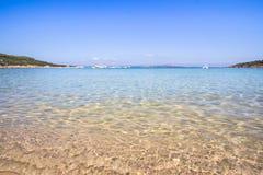La spiaggia a Baja Sardegna in Sardegna, Italia Immagini Stock