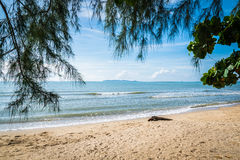 La spiaggia Bangsaphan a Prachuabkirikhan Fotografie Stock Libere da Diritti
