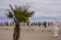 La spiaggia con il maltempo Immagini Stock Libere da Diritti