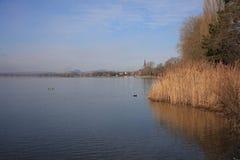 La spiaggia del lago di Costanza a Radolfzell fotografie stock libere da diritti
