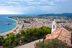 La spiaggia di Blanes ed il Sa Palomera oscillano, la Catalogna, Spagna Fotografia Stock