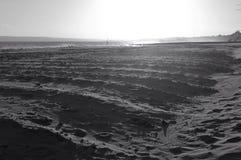 La spiaggia di Bournemouth nell'inverno con la sabbia ha scolpito per ridurre la deriva, Regno Unito fotografia stock libera da diritti