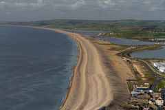 La spiaggia di Chesil, veduta da Portland Bill Fotografia Stock