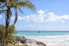 La spiaggia di sabbia bianca di mar dei Caraibi in Tulum, penisola dell'Yucatan, Fotografia Stock