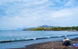 La spiaggia di sabbia nera Fotografia Stock Libera da Diritti