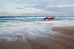 La spiaggia e la barca Immagine Stock