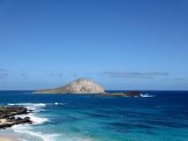 La spiaggia e le isole alla spiaggia di Makapuu parcheggiano, Oahu, Hawai Fotografie Stock