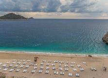 La spiaggia meravigliosa del distretto di Fethiye, Turchia del sud fotografia stock libera da diritti
