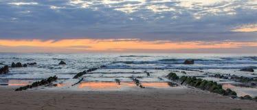 La spiaggia meravigliosa e peculiare di Barrika Immagine Stock