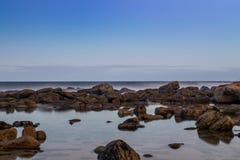 La spiaggia oscilla la vista sul mare immagine stock libera da diritti