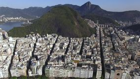 La spiaggia più famosa nel mondo Città meravigliosa Paradiso del mondo Spiaggia di Copacabana nel distretto di Copacabana, Rio de archivi video