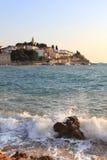 La spiaggia sul mare adriatico. La Croazia immagini stock libere da diritti