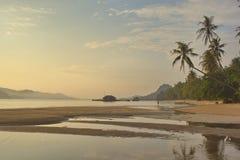La spiaggia tropicale di sera Fotografia Stock Libera da Diritti