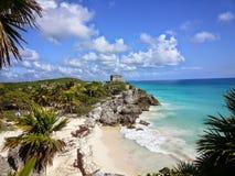 La spiaggia a Tulum rovina il sito archeologico maya immagini stock libere da diritti