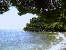 La spiaggia vicino al castello di Miramare Immagini Stock Libere da Diritti