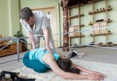 La spina dorsale per correggere attrezzatura per allungare Fotografia Stock
