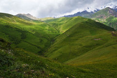 la splendeur des montagnes de Caucase photos stock