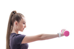 La sportiva attraente di misura sta preparandosi con i pesi Immagini Stock