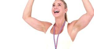 La sportive heureuse gagne la concurrence banque de vidéos