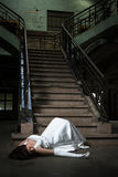 La sposa cade scale Fotografie Stock