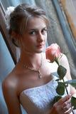 La sposa con una rosa Immagine Stock Libera da Diritti