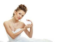 La sposa dà la scheda fotografia stock libera da diritti