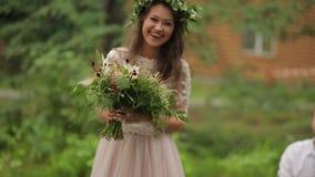 La sposa felice va governare video d archivio