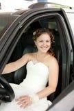 La sposa nell'automobile Fotografie Stock
