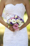 La sposa tiene il mazzo Immagini Stock Libere da Diritti