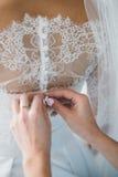 La sposa unica affascinante prepara per nozze Fotografia Stock
