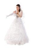 La sposa vestita in vestito entra nei guanti lunghi Fotografia Stock Libera da Diritti