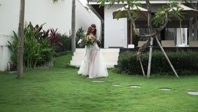 La sposa viene a cerimonia di nozze archivi video