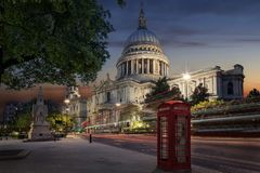 La st iconica Pauls Cathedral a Londra, Regno Unito fotografia stock libera da diritti