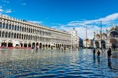 La st sommersa segna il quadrato a Venezia, Italia Fotografie Stock