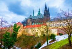 La st storica Vitus Cathedral a Praga, situata all'interno delle pareti del castello di Praga Fotografia Stock Libera da Diritti