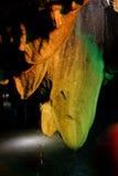 La stalactite ressemble à une langue Photo stock