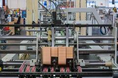 La stampa dell'industria di imballaggio allinea l'attrezzatura Q della tecnologia della fabbrica Immagini Stock