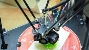 la stampante 3D realizza la creazione del prodotto Immagine Stock