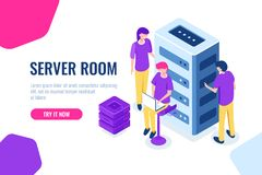 La stanza del server isometrica, il centro dati e la base di dati, lavoranti ad un progetto comune, lavoro di squadra e collabora royalty illustrazione gratis