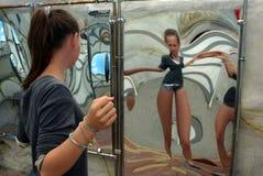 La stanza della risata, specchio curvato fotografia stock