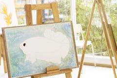 La stanza di arte dentro si rilassa il tempo e la goccia di pioggia vicino alla finestra Painti del pesce fotografia stock libera da diritti