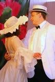 La stanza di ballo e di musica con il retro tema ha eseguito dagli attori delle troupe del teatro di varietà di St Petersburg Fotografia Stock