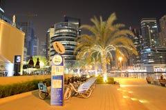 La station de location de vélo dans la marina de Dubaï du nextbike Image stock