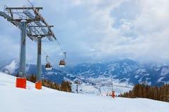 La station de sports d'hiver de montagnes Zell-être-Voient l'Autriche Image stock