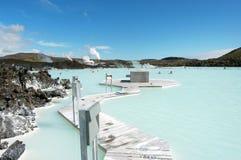 La station de vacances géothermique de bain de lagune bleue en Islande photos stock